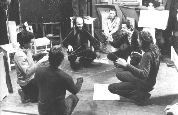 Miklós-Erdély-Dóra-Maurer_Aktiv-Passive-Übungen-im-Rahmen-des-Kurses-Kreativitätsübungen_1976-77_Foto-Tamás-Papp